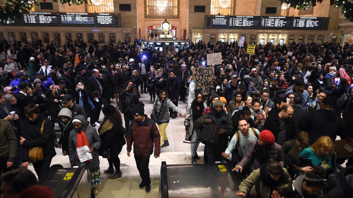Protestors gather in New York Grand Central Station on December 3, 2014.(AFP Photo / Timothy A Clary)