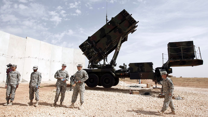 U.S. soldiers stand beside a U.S. Patriot missile system at a Turkish military base in Gaziantep, southeastern Turkey, October 10, 2014. (Reuters/Osman Orsal)
