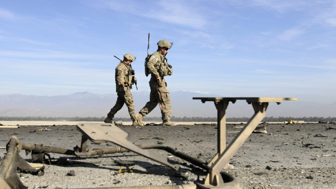 U.S. troops inspect at the site of a suicide attack on the outskirts of Jalalabad, November 13, 2014. (Reuters/Parwiz)