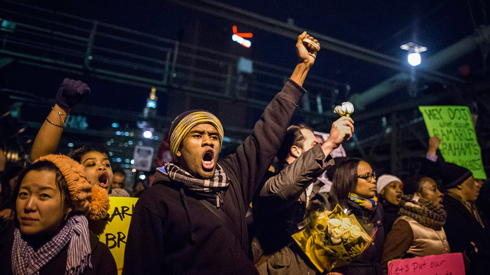 NYC chokehold: Crowds swarm streets, Brooklyn Br in 2nd day of Garner protests