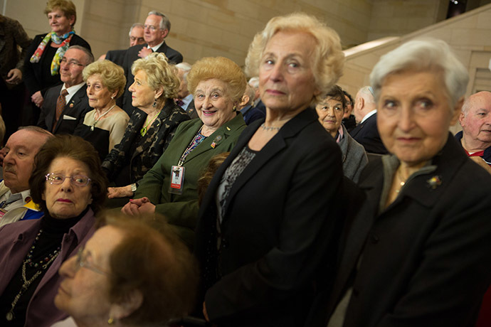 Holocaust survivors who volunteer at the U.S. Holocaust Museum pose for a photo after the National Commemoration of the Days of Remembrance honoring the victims of the Holocaust and Nazi persecution at the U.S. Capitol building in Washington D.C. (AFP Photo/Allison Shelley)