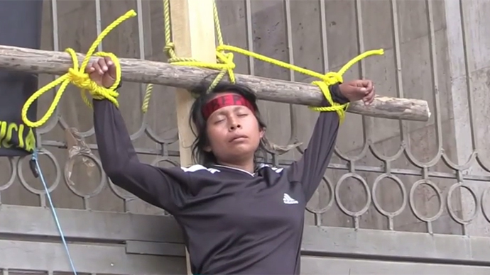 Mexican activists crucify themselves, sew lips in protest (VIDEO)