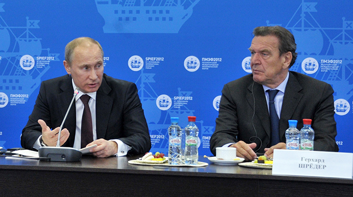Russian President Vladimir Putin (L) at a meeting with heads of energy companies at the 16th St Petersburg International Economic Forum, 21 June 2012. At right is former German Chancellor Gerhard Schroeder. (RIA Novosti / Aleksey Nikolskyi)