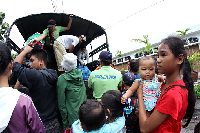 Residents are evacuated to a safer place in Legazpi City, Albay province, southeast of Manila on December 6, 2014 ahead of the arrival of Typhoon Hagupit. (AFP Photo/Charism Sayat)