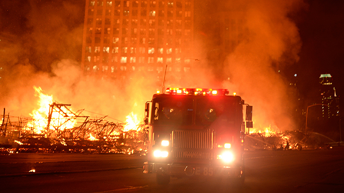 Massive blaze in downtown LA: 250 firefighters, 2 major freeways closed