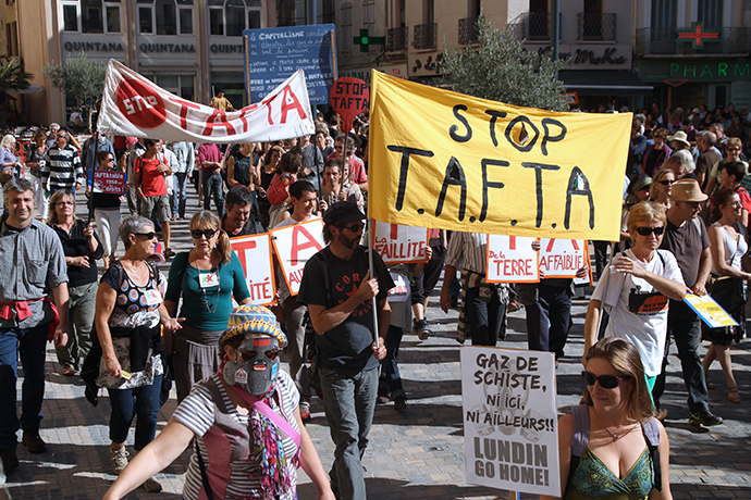 People protest on October 11, 2014 against the Transatlantic Free Trade Agreement (TAFTA) being negotiated between the European Commission and the exploitation of shale gas in the center of the southwestern French city of Narbonne (AFP Photo)