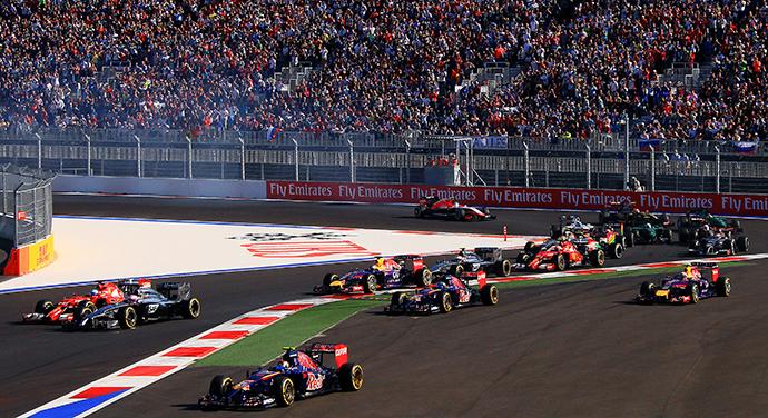 Race cars during a race at the 2014 Formula 1 Russian Grand Prix (RIA Novosti / Vitaliy Belousov)