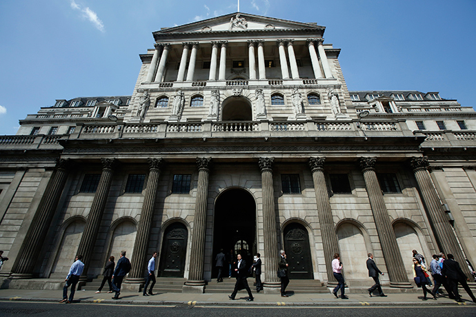 Pedestrians walk past the Bank of England in the City of London (Reuters / Luke MacGregor)