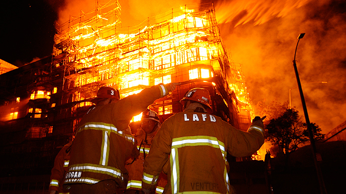 LA inferno: Apocalyptic scenes as enormous fire engulfs Los Angeles center (IMAGES)