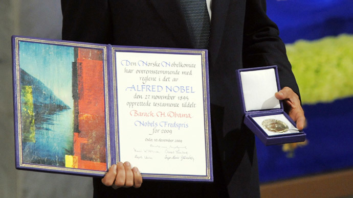 US President Barack Obama holds his Noble Peace Prize during the Nobel Peace Prize Ceremony at the Oslo City Hall in Oslo on December 10, 2009.(AFP Photo / Jewel Samad)