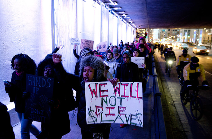 Prostesters take to the street after recent grand jury decisions in police-involved deaths on December 7, 2014 in Chicago, Illinois. (AFP Photo/Tasos Katopodis)