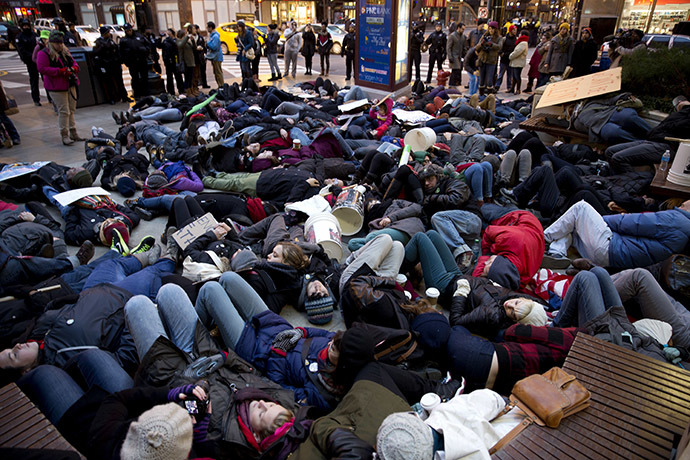 rostesters take to the street after recent grand jury decisions in police-involved deaths on December 7, 2014 in Chicago, Illinois. (AFP Photo/Tasos Katopodis)