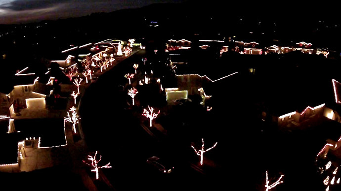 Drone captures amazing synchronized Christmas lights (VIDEO)