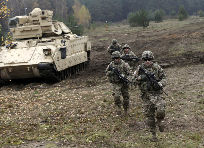 U.S. soldiers deployed in Latvia perform during a drill at Adazi military base October 14, 2014. (Reuters/Ints Kalnins)
