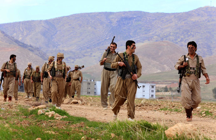 Iranian Kurdish Peshmerga members of the Kurdistan Democratic Party of (KDP-Iran) take part in routine military exercises in Koya, 100 kms north of Arbil, the capital of the autonomous Kurdish region of northern Iraq, on December 9, 2014. (AFP Photo)