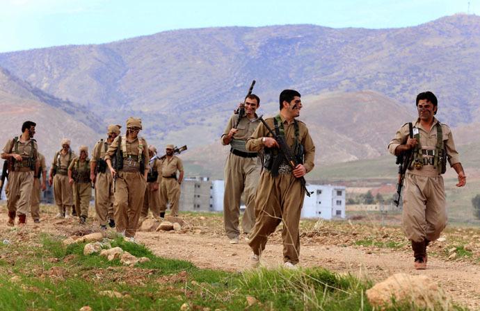 Iranian Kurdish Peshmerga members of the Kurdistan Democratic Party of (KDP-Iran) take part in routine military exercises in Koya, 100 kms north of Arbil, the capital of the autonomous Kurdish region of northern Iraq, on December 9, 2014. (AFP Photo)