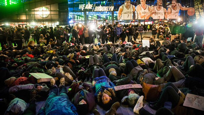 'Die-in': Police chokehold victim Eric Garner's daughter leads Staten Island protest