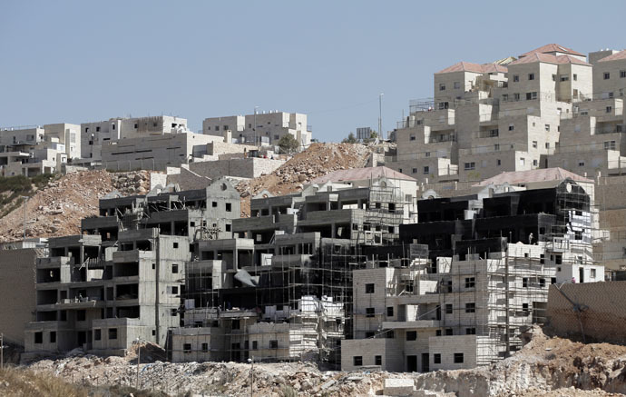 Buildings under construction are seen in the Israeli settlement of Beitar Illit near the Palestinian West Bank village of Wadi Fukin, on September 4, 2014. (AFP Photo)