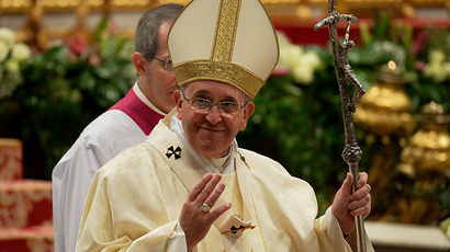 Would-be Pope assassin lays flowers on John Paul II's grave