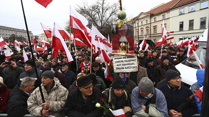Tens of thousands of Poles protest in Warsaw over alleged election rigging