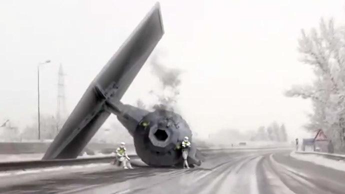 Dashcam 'captures' Star Wars TIE fighter crash on snowy German highway (VIDEO)