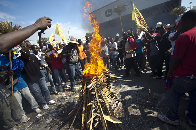 Demonstrators perform a voodoo ceremony prior to a protest against the government of President Michel Martelly in Port-au-Prince, on December 13, 2014. (AFP Photo/Hector Retamal)