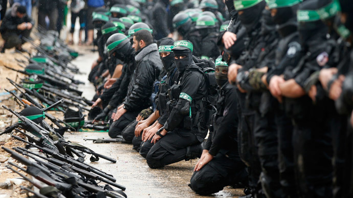 Palestinian members of al-Qassam Brigades, the armed wing of the Hamas movement, pray before a military parade marking the 27th anniversary of Hamas' founding, in Gaza City December 14, 2014. (Reuters / Mohammed Salem)