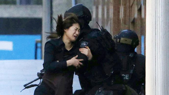 Dramatic escape: #SydneySiege hostages run for freedom (PHOTOS, VIDEO)
