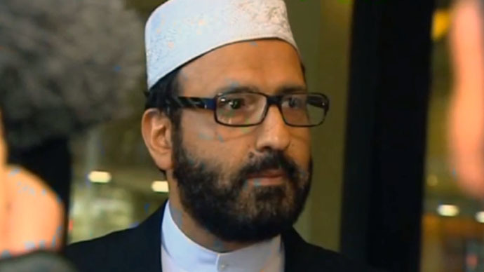 Sydney gunman identified as Iranian-born Man Haron Monis, on bail for violent crimes