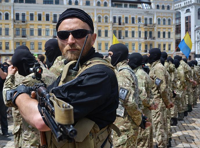 Recruits are sworn in for Azov Battalion in Kiev's Sophia Square. (RIA Novosti / Evgeny Kotenko)