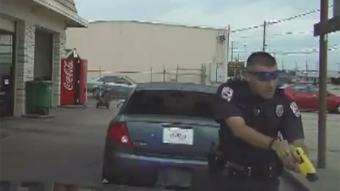 Texas cop tasers elderly motorist over license plate sticker (VIDEO)
