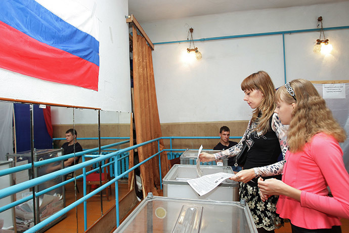Simferopol residents at a polling station during elections to Crimea's parliament. (RIA Novosti/Taras Litvinenko)