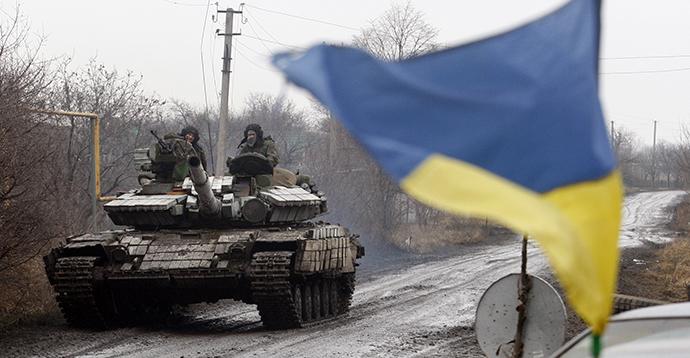 Ukrainian forces' tank rides in the village of Tonenke, in Donetsk region, eastern Ukraine. (AFP Photo / Anatolii Stepanov)