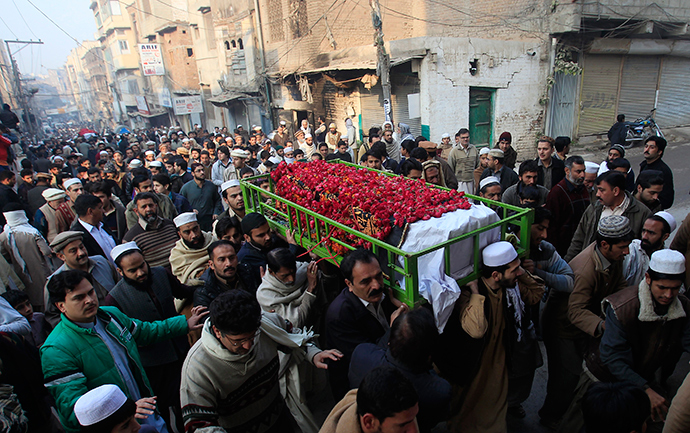 People carry the coffin of a male student who was killed in Tuesday's attack on the Army Public School, which was attacked by Taliban gunmen, during his funeral in Peshawar, December 17, 2014 (Reuters / Fayaz Aziz)
