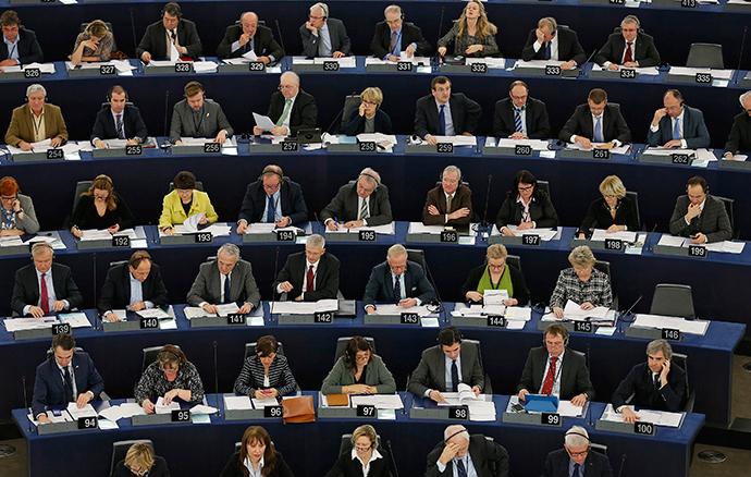 Members of the European Parliament take part in a voting session at the European Parliament in Strasbourg, December 16, 2014 (Reuters / Vincent Kessler)