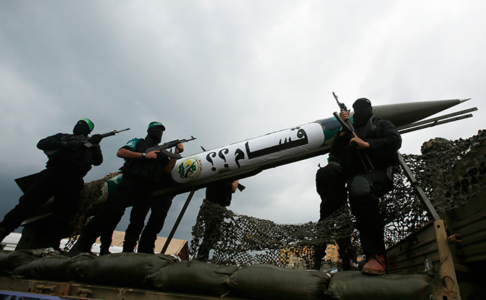 Palestinian members of al-Qassam Brigades, the armed wing of the Hamas movement (Reuters / Suhaib Salem)