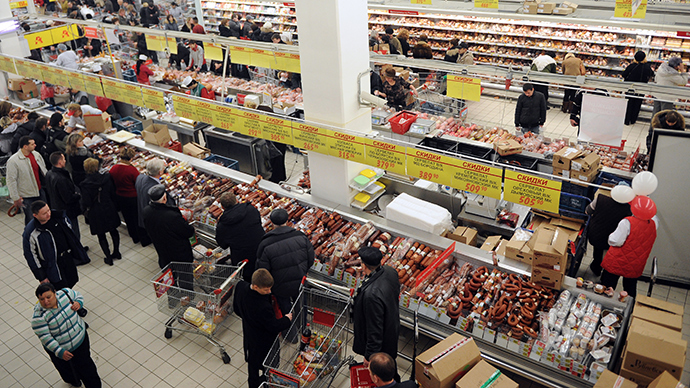 Customers at an Auchan store 12/09/2014 (RIA Novosti)