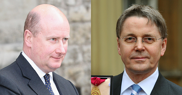 Britain's cabinet secretary Sir Jeremy Heywood (R), and the Queen's private secretary Sir Christopher Geidt (L) (AFP Photo)
