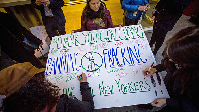 Fracking protesters sign a poster as they gather outside New York Governor Andrew Cuomo's office in New York December 17, 2014. (Reuters/Andrew Kelly)