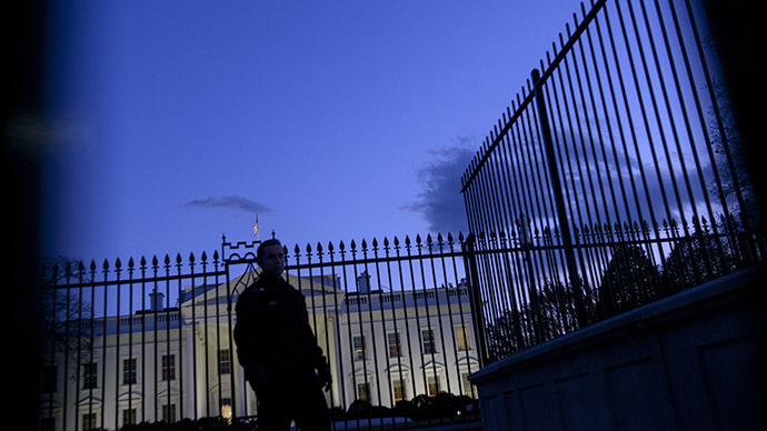 A member of the Secret Service's uniformed division stands by a fence in front of the White House. (AFP Photo/Brendan Smialowski)