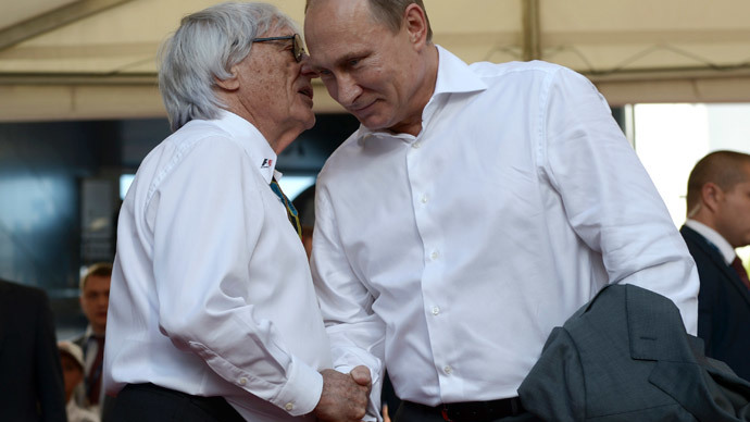 Russia's President Vladimir Putin (R) shakes hands with Formula One commercial supremo Bernie Ecclestone during the first Russian Grand Prix in Sochi, October 12, 2014.(Reuters / Alexei Nikolskyi)