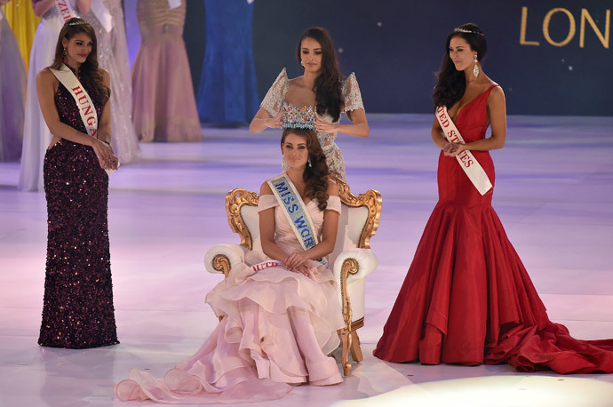 Rolene Strauss of South Africa (C) is crowned Miss World 2014 by Miss World 2013, Megan Young of the Philippines (C rear), as Elizabeth Safrit of the U.S (R) and Edina Kulczar of Hungary (L) who placed third and second respectively, look on at the ExCel Centre in east London, December 14, 2014.(Reuters / Toby Melville)