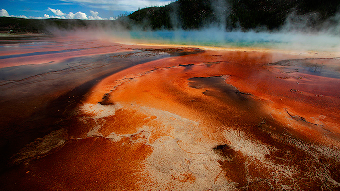 The true colors of Yellowstone's Thermal Springs unveiled by scientists