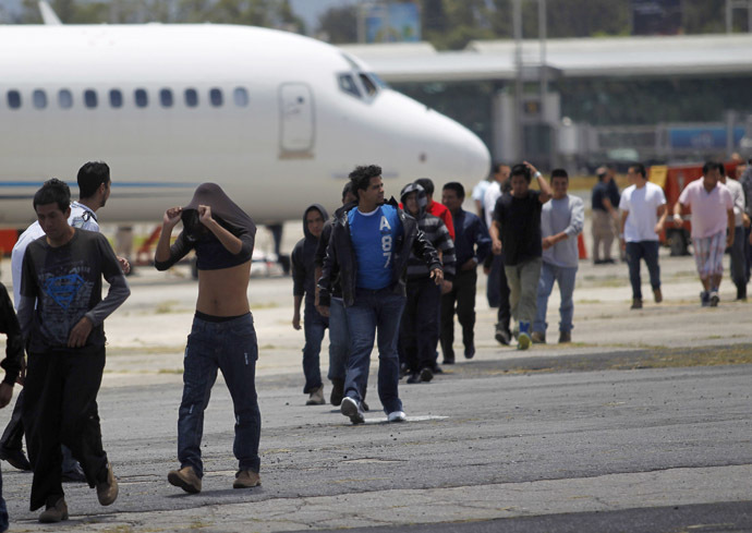 Illegal migrants from Guatemala, deported from Phoenix, Arizona in the U.S., arrive at an air force base in Guatemala City July 22, 2014. (Reuters/Jorge Dan Lopez)