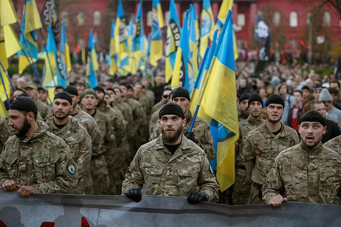 "Soldiers of Ukrainian self-defence battalion ""Azov"" (Reuters / Gleb Garanich)"