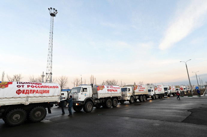 Trucks from Russia's tenth convoy carrying humanitarian aid for Donbass residents, at the Donetsk border checkpoint. (RIA Novosti/Sergey Pivovarov)