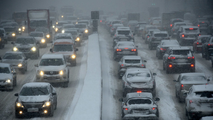 500 accidents an hour: Snowbound Moscow stuck in worst ever Christmas traffic (PHOTOS, VIDEO)