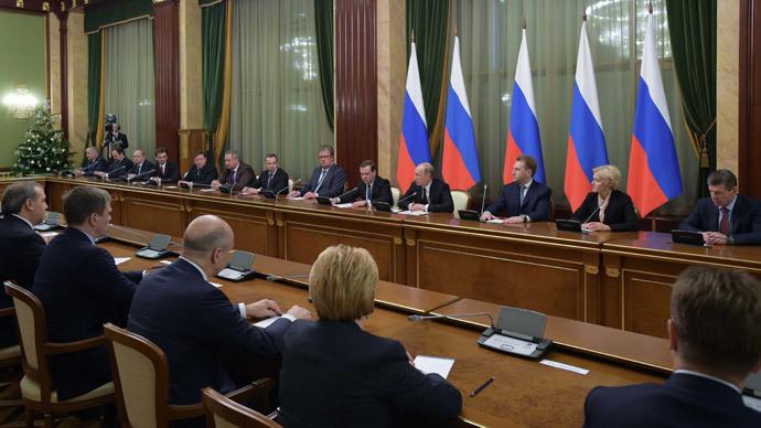 Medvedev seeks civil servants' return to state corporation boards