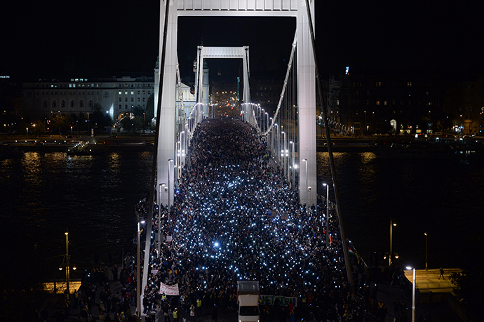 Ten-thousand participants march accross the Elisabeth bridge during an anti-government rally against the goverment's new tax plan for the introduction of the internet tax next year in Budapest on October 28, 2014. (AFP Photo / Attila Kisbenedek)