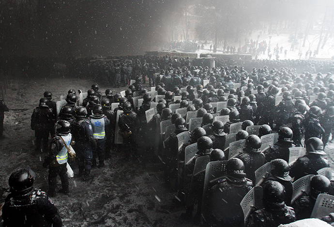 Riot police officers gather as they clash with protestors in the center of Kiev on January 22, 2014. (AFP Photo / Anatolii Boiko)